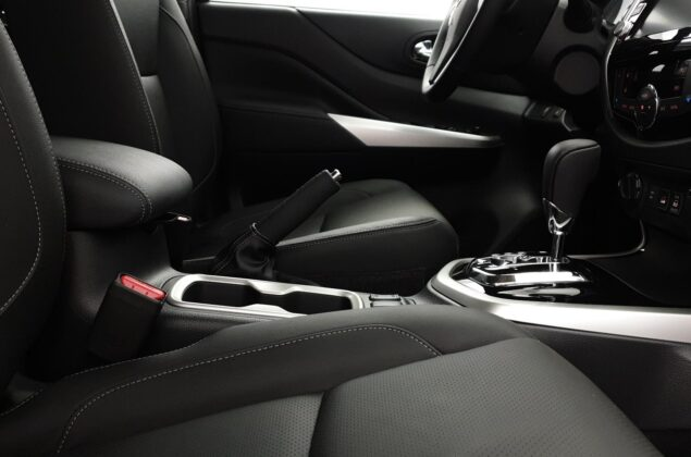 Nissan Navara - GN0 - czarny metalizowany - Nissan Odyssey